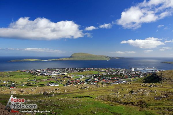 Some Faroese village. Short grass, surface rock. Ripped from http://www.faroephoto.com/gallery/