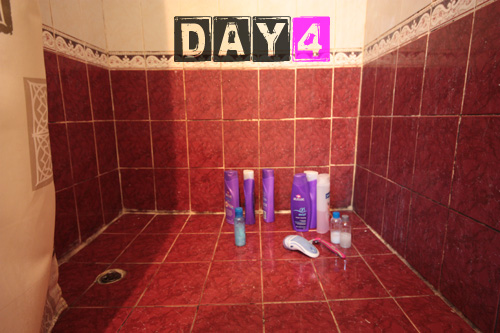 girls_shower_toiletries-day-4