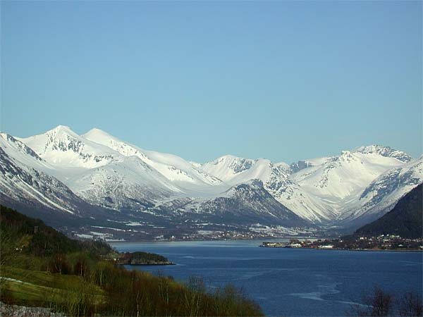 From Klungnes towards Isfjorden and Åndalsnes and the inner part of Romsdalsfjord (photo by Øyvind Heen)